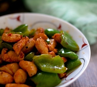 炒青椒鸡肉的做法