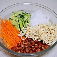 绝佳开胃凉菜之凉拌豆皮丝的做法图解3