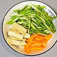【孕妇食谱】芦笋炒香干,清爽可口,妊娠糖尿病人群的福音菜的做法图解2