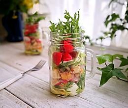 健康餐鸡胸肉罐子沙拉(附油醋汁调配比例)的做法