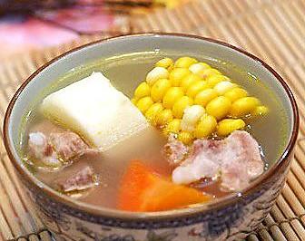 胡萝卜山药玉米排骨暖身汤—冬季暖身