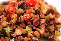 芹菜腊肉炒蘑菇丁的做法
