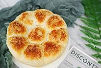 #换着花样吃早餐#春天花会开之椰蓉花朵面包的做法