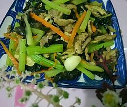芹菜木耳香菇炒肉的做法