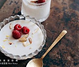 日式杏仁豆腐丨每一份日式杏仁豆腐上都有伤痕美学的做法