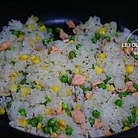 三文鱼炒饭的做法图解8