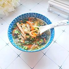 #快手又营养,我家的冬日必备菜品#5分钟搞定的开胃汤:酸辣汤