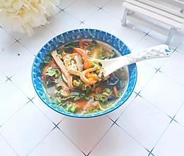 #快手又营养,我家的冬日必备菜品#5分钟搞定的开胃汤:酸辣汤的做法