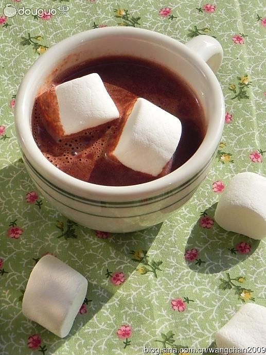 热巧克力配棉花糖的做法