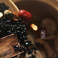 (滋阴补肾)黑豆杜仲猪尾汤的做法图解5
