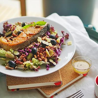 健康菜谱|三文鱼、藜麦小米碧根果蔬果色拉