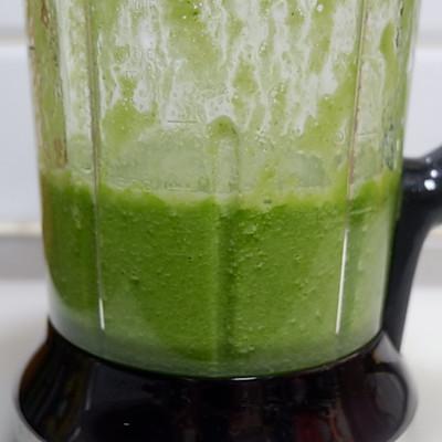 排毒芹菜汁的做法 步骤7
