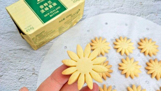 #奈特兰草饲营养美味#酥香花朵饼干的做法