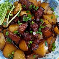 红烧肉烧土豆的做法图解1