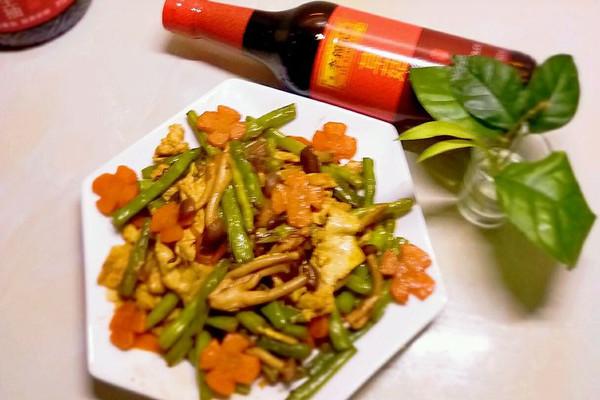 酱香蟹味菇四季豆#厨此之外锦享美味#的做法