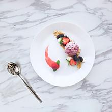 【草莓冰激凌】