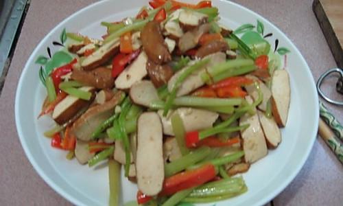 【猫记私房菜】家常芹菜豆腐的做法