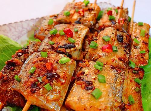 酒酿香酥竹签烤带鱼的做法