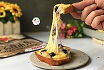 #安佳马苏里拉芝士挑战赛#蓝莓榴莲吐司披萨的做法