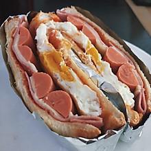 【简单高品质早餐|火腿鸡蛋芝士吐司三明治】