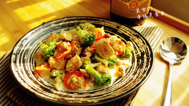 金枪鱼超简单美味的华丽转身------西式奶油蘑菇西兰花的做法