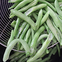 被肉汁包裹的芸豆焖面的做法图解3