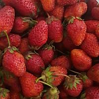 桃花草莓酿的做法图解2