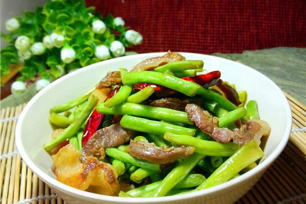豇豆炒腊肉的做法