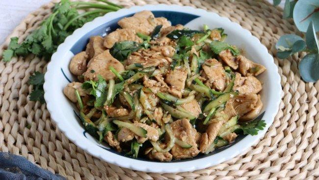 #名厨汁味,圆中秋美味#凉拌黄瓜鸡胸肉片的做法