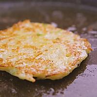 3分钟就能学会的土豆丝饼,外酥里嫩,香气扑鼻的做法图解8