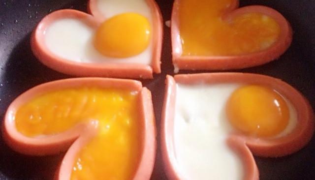 爱心火腿煎蛋的做法