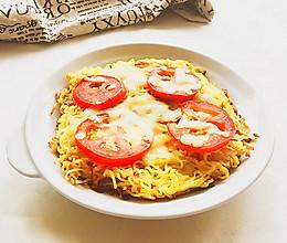 时蔬泡面披萨#小虾创意料理#的做法