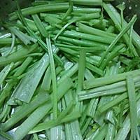 干煸茶树菇芹菜的做法图解1