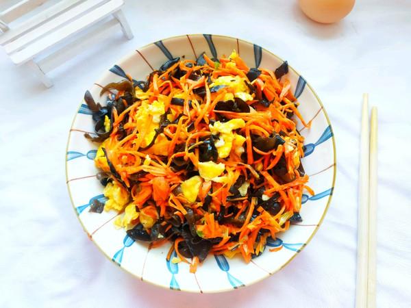 简单快手的家常菜:胡萝卜木耳炒鸡蛋的做法