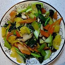 油菜香菇炒土豆片