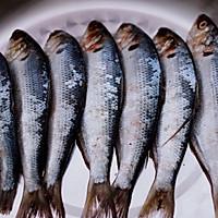 #带着零食去旅行!#干炸海鲫鱼的做法图解1