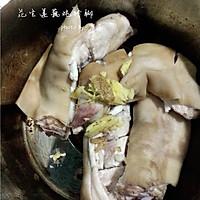 花生莲藕炖猪脚的做法图解4