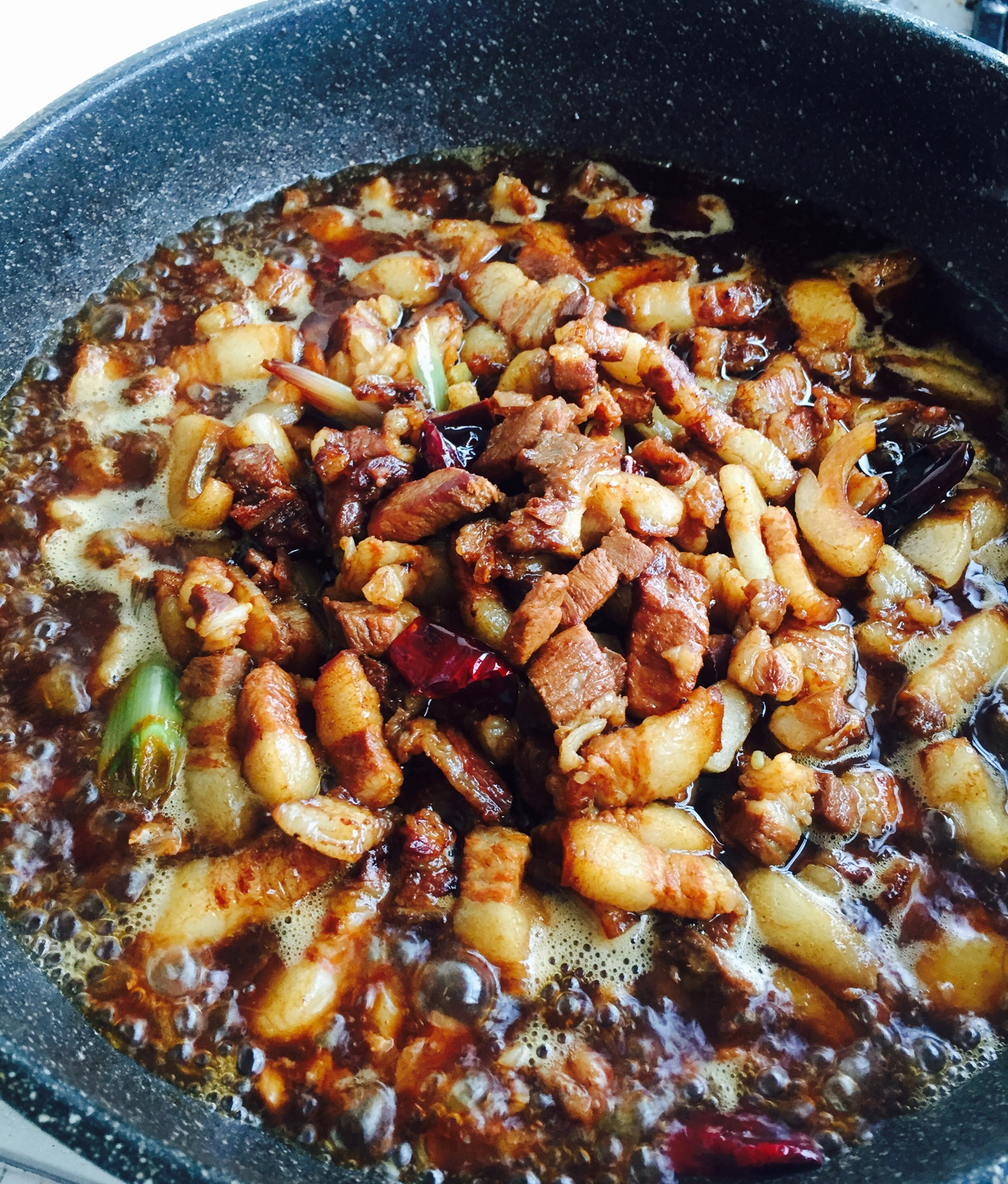 红烧鸡块的家常做法_东北家常红焖肉的做法_【图解】东北家常红焖肉怎么做如何做好 ...