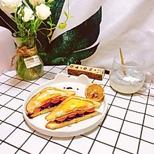 #换着花样吃早餐#快手鸡蛋火腿三明治