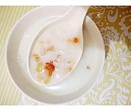 立秋后清补润肺:桃胶雪莲子甜品的做法
