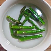 香煎培根芦笋卷的做法图解3