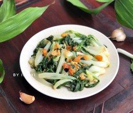 #快手又营养,我家的冬日必备菜品# 猪油渣炒小白菜的做法