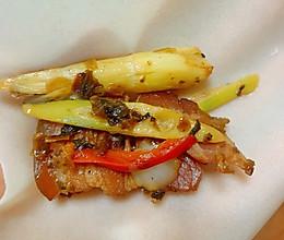野生小笋炒腊肉的做法