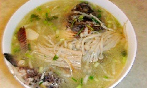金针菇鲫鱼汤的做法