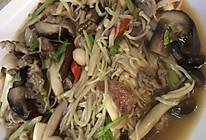 肉片炒菌菇的做法