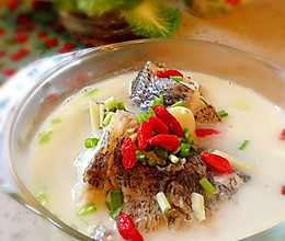 浓香奶白鲈鱼汤的做法