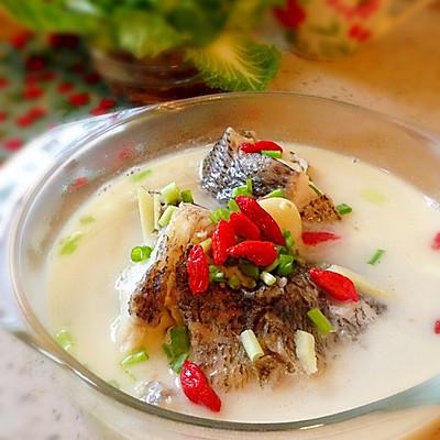 浓香奶白鲈鱼汤