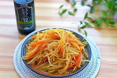 洋葱胡萝卜炒土豆丝