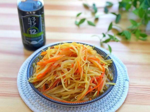 洋葱胡萝卜炒土豆丝的做法