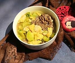 黄瓜炒蛋荞麦面的做法